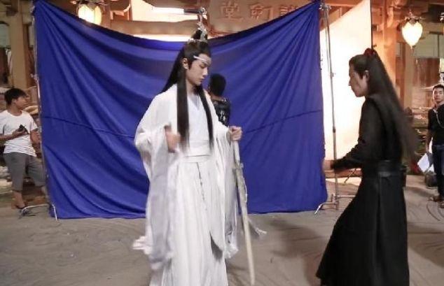 《陈情令》花絮,肖战与师姐,王一博学舞蹈,最后1张表情包爆笑