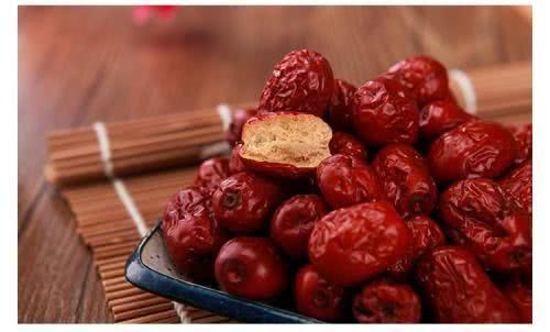 红枣别干吃了,教你简单一炒,吃了对身体更好