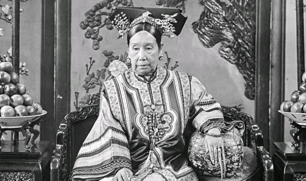 #亲自#清朝时期,慈禧太后是如何过春节的