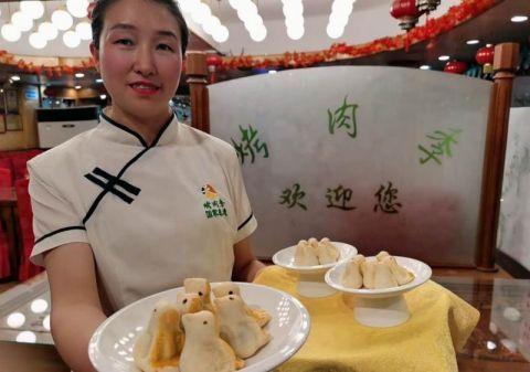 """鲜奶红豆糕:六一儿童节老字号忙备童趣菜品""""取悦""""小朋友"""