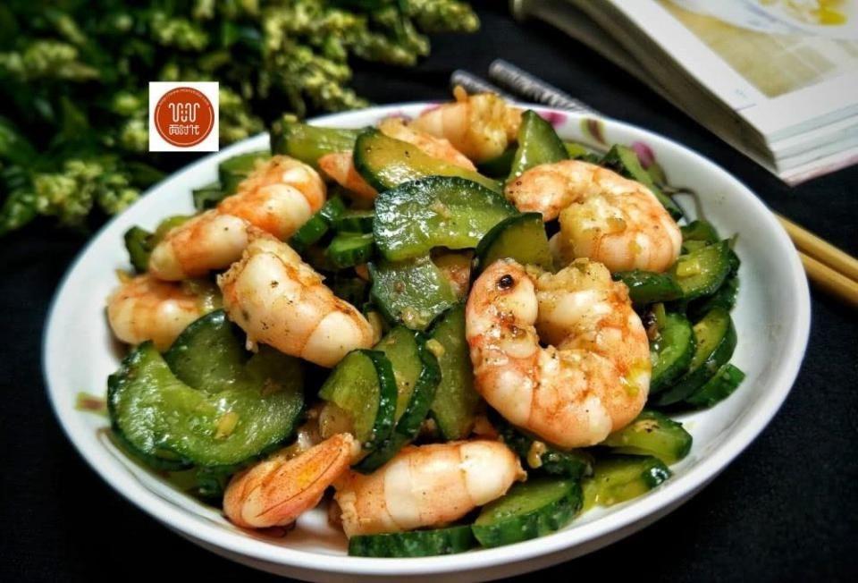 『虾仁』孩子发育期要多吃这菜,不仅下饭,还健脑益智,提高身体免疫力