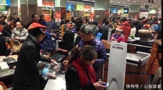 [中国人在柬埔寨安全吗]柬埔寨美女到中国,看中国人买东西不给钱,拿手机晃一下就走!
