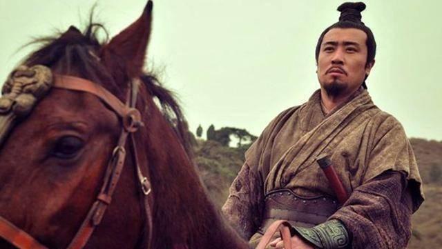 『刘备』吕布一生只对一人做过评价,看得比诸葛亮还准,一语揭穿此人面目