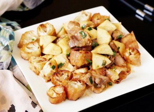 『吃剩』吃剩的油条别再扔了,配上它们当菜吃,鲜嫩焦香又多汁,家人喜欢!