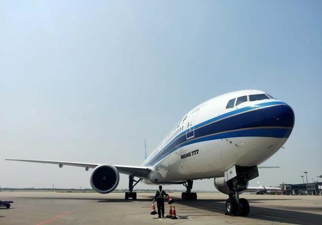 「国际」西安咸阳国际机场迎来首架波音777客机