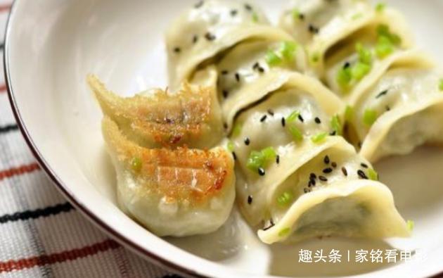精选美食葱油拌蚬子、脆皮煎饺、碎末肘子、骨汤烧香菇板栗做法