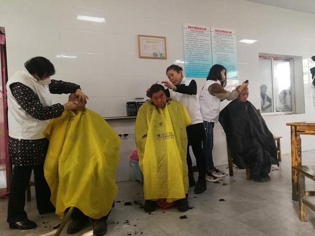 武汉志愿者连续5年8次到革命老区大悟县彭店开展爱心活动
