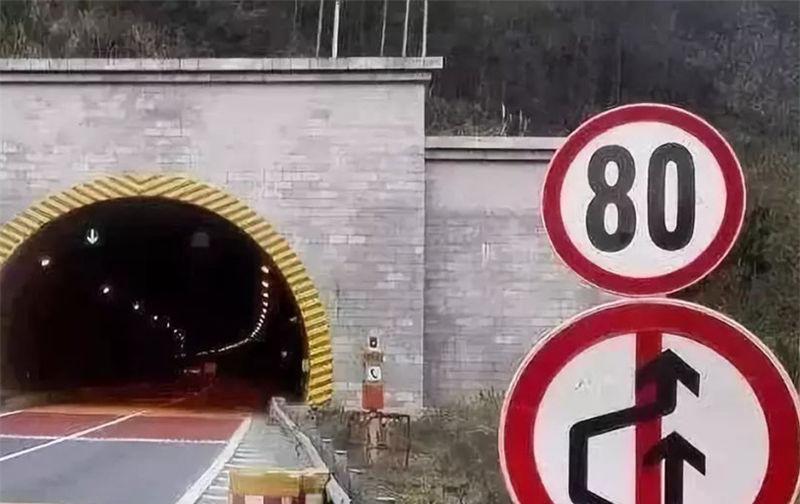 """跑高速还在担心""""跳水标""""?交通部做出回应,网友:早该这样了!"""