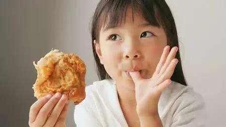 """这几种食物被拉入""""黑名单"""",专家直言:会让孩子变笨,不要再碰"""