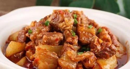 「倒入」美食精选:牛腩烧萝卜,白菜番茄汤,玫瑰豉油鸡,枸杞木耳炒山药