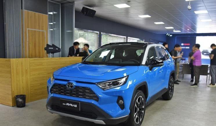 丰田新王牌,宽1米9,主动刹车+7气囊,3种四驱,竞争CRV
