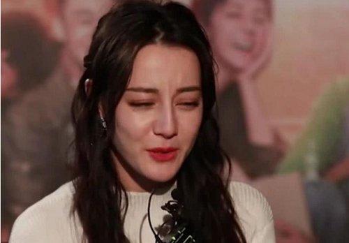 迪丽热巴终于离开十级美颜了,看到生图下的她,网友:我眼花了?