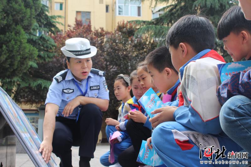 笔耕无悔警营绽风采--记涉县交警大队宣传中队中队长王育芳