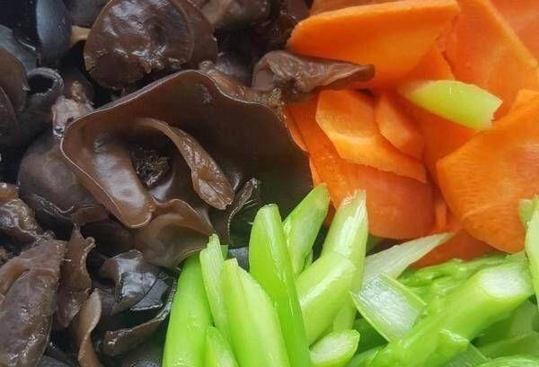 「蔬菜」厨师教你一种带菌类的炒蔬菜,简单可口,别错过