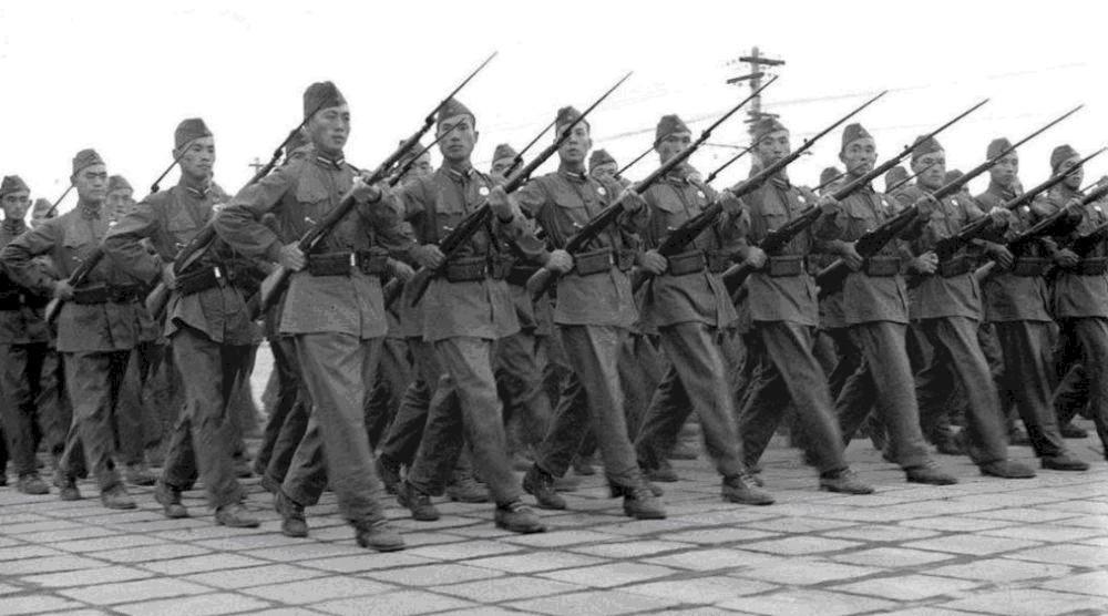 「潜艇部队」再也不吃苏联小面包了!根本不扛饿,还我稀粥、馒头和大