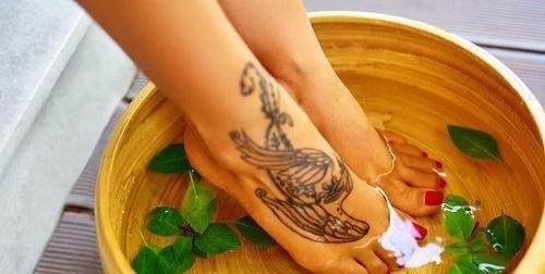 """发生■泡脚是一种养生方式,泡脚水里""""加点料"""",身体会发生喜人变化"""