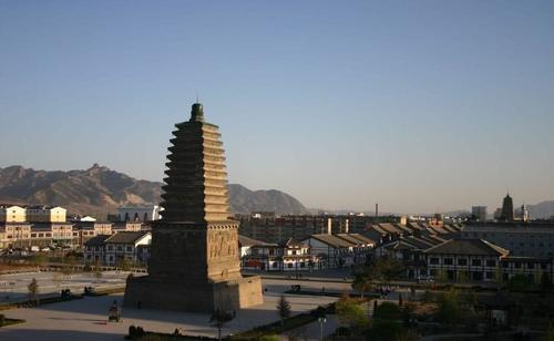 辽宁第一大城市,比2个鞍山大,相当于4个辽阳,不是大连、沈阳