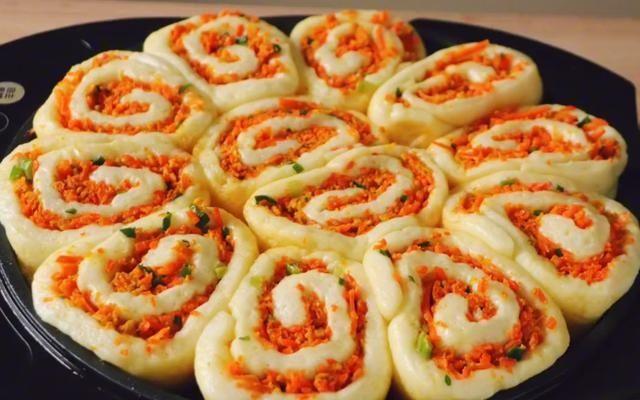吃法■胡萝卜这种吃法真过瘾,不炖不炒,层层裹着馅料,给肉包子也不换