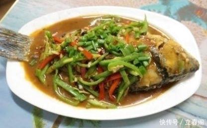 煎鱼@30年大厨:煎鱼时别直接下锅,用它擦一遍锅,果真不粘锅不破皮