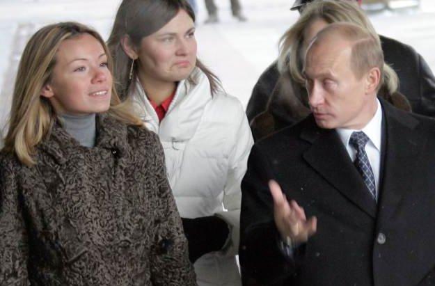 俄媒曝普京曾在大火中救女儿:他冲上楼,抱起正在睡觉的女儿