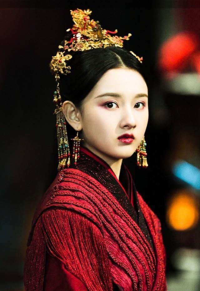 「好绝」古装红衣美人:李沁好绝,杨紫这造型是颜值巅峰,鞠婧�t让人感叹