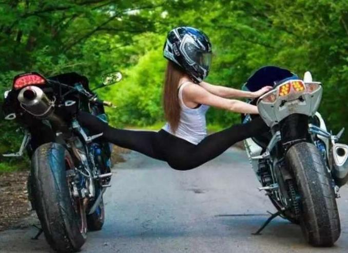 女子开宝马追尾摩托车怒斥对方不看路摩托车主:赔车35万!