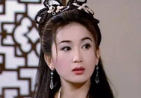 亲亲■53岁温碧霞太对外开放了!穿蛋糕裙穿着打扮似小公主,还与盆友公然玩亲亲