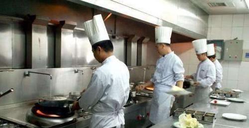 「厨师」为什么中国厨师炒菜一直开着水龙头,这不是在浪费水吗?