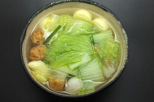 白菜:白菜豆腐汤,懂行的人一看就知道要买这种豆腐,煮起来不会碎