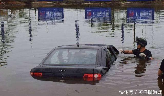 汽车落水之后为什么人无法逃生?今天可算明白了