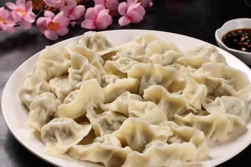 煮开:煮饺子时经常会破皮露馅,多加这一步,饺子耐煮,就会香嫩不破皮