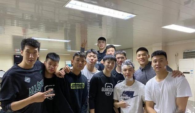 """CBA首位""""00后""""总冠军!本赛季数据下降,会被广东男篮淘汰吗?"""
