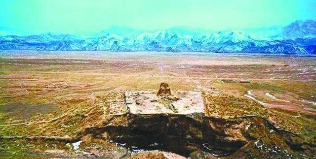 """在柴达木,有座神秘的古墓,号称""""东方金字塔"""""""