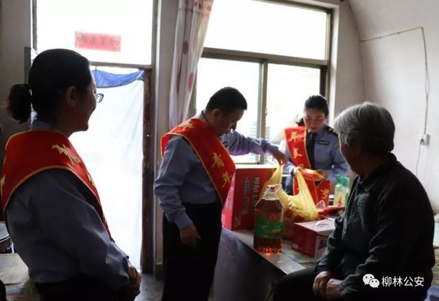 警队先锋柳林县公安局出入境民警看望孤寡老人用实际行动书写爱民新篇