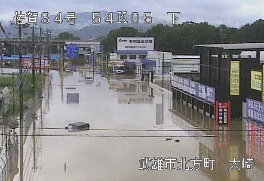 日本九州暴雨肆虐:道路积水没过胸口 2人死亡