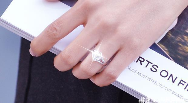 戒托材质如何选择,铂金还是18K金,求婚钻戒挑选哪种好