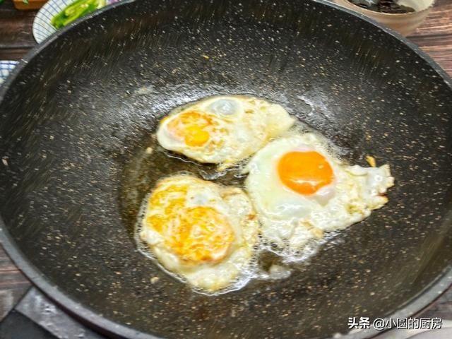 咸香■鸡蛋不要直接下锅煎,多加一步,又软又嫩,咸香入味,口感更蓬松