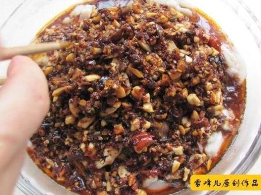"""<b>美味好吃的川菜""""口水鱼"""",色泽红亮,麻辣鲜香,肉质细</b>"""