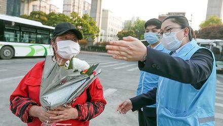 今年扫墓需预约,上海公交志愿者驻点讲解祭扫流程……