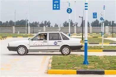考完驾照的要偷着乐了,科二新增4项规定,车主:心累了
