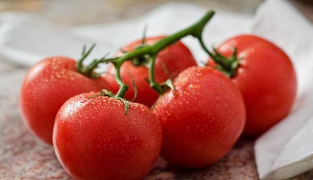 「适合」西红柿另一种吃法,在六月份吃最适合了,酸甜可口,还开胃解渴!