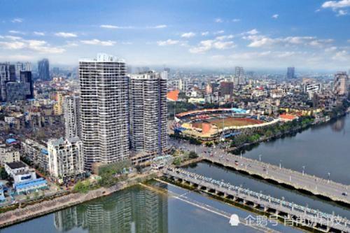 四川这个城市经济发达繁荣,不是成都南充,是你所在的城市吗?