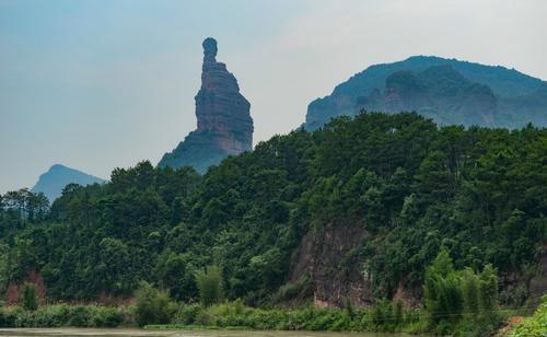 广东韶关隐世小村,坐拥绝佳风水,村口有座山你看像什么?