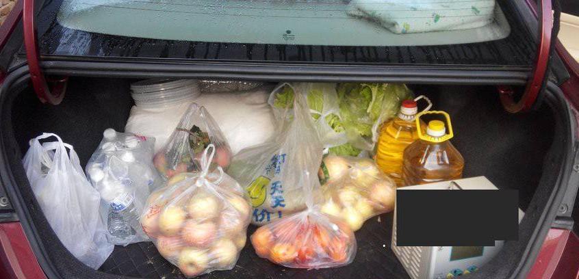 装了一箱苹果被罚款,车主:是苹果不能吃,还是后备箱不能用?