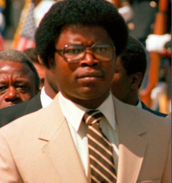 年仅29岁当上总统,上任之后肆意杀戮,10年后被手下折磨致死