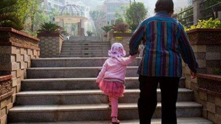 <b>没超过这个年龄,孩子最好不要给老人带,容易影响宝宝将来的性格</b>