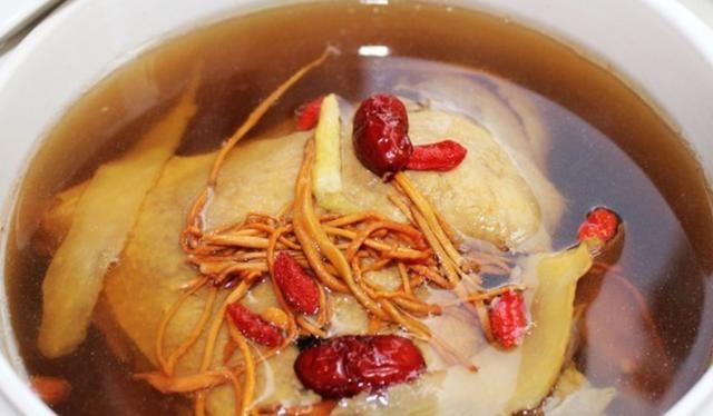 虫草花炖老鸭汤–营养健康,很清甜而且不会腻