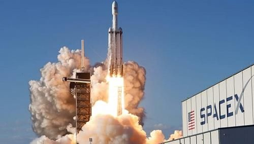 SpaceX发布载人龙飞船内部照片,拟五月份首次运送宇航员