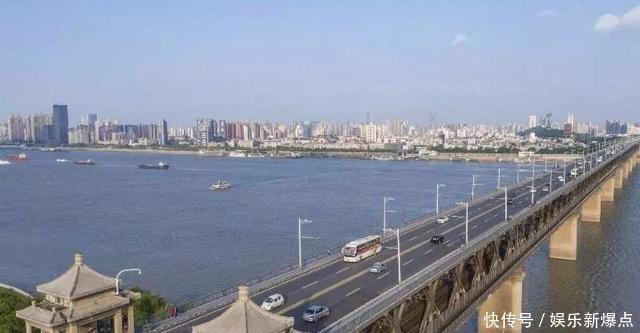 湖北霸王城市以大自居,GDP差不多是第二至第六城市总和