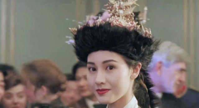 她出嫁时曾让全香港的富婆们松了一口气,如今却只能靠零花钱生活